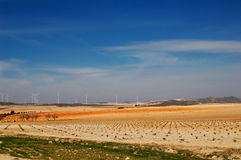 Horizontal espagnol avec des générateurs d'énergie éolienne Image stock