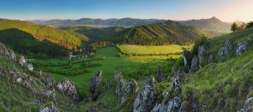 Horizontal gentil en montagne de la Slovaquie à la source image libre de droits