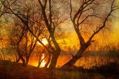 Horizontal grunge d'art - lever de soleil au-dessus du fleuve Image stock