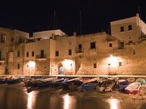 Horizontal nocturne de Monopoli. Apulia. Images libres de droits