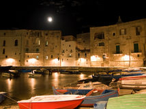 Horizontal nocturne de Monopoli. Apulia. Image stock