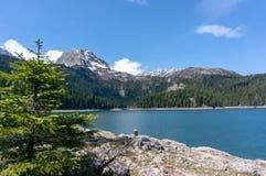 Horizontal normal montagnes corses de montagne de lac de laque du creno de France de la Corse Vue sur le lac noir en parc nationa image libre de droits