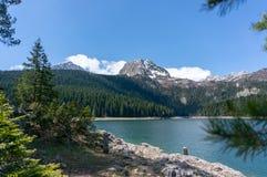 Horizontal normal montagnes corses de montagne de lac de laque du creno de France de la Corse Vue sur le lac noir en parc nationa photos stock