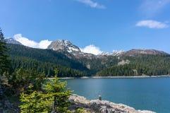 Horizontal normal montagnes corses de montagne de lac de laque du creno de France de la Corse Vue sur le lac noir en parc nationa photographie stock