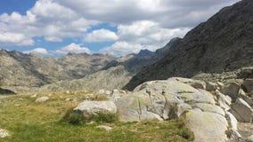 Horizontal nuageux avec des montagnes Photo libre de droits