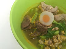 Horizontal photo of noodles on green bowl with pork and vegetabl Royalty Free Stock Photography