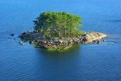 Horizontal pittoresque avec l'île. Photographie stock libre de droits