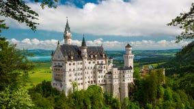 Horizontal pittoresque avec le château de Neuschwanstein l'allemagne Photographie stock libre de droits