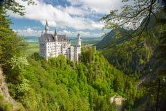 Horizontal pittoresque de nature avec le château de Neuschwanstein l'allemagne Image libre de droits