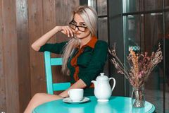 Horizontal portrait of young beautiful business woman in a cafe Stock Photos