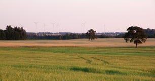 Horizontal rural avec des turbines de vent Photos libres de droits