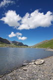 Horizontal suisse de lac de montagne Images stock