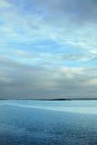 Horizontal vertical de mer avec l'horizon dans le troisième Image libre de droits