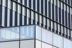 Horizontale achtergrond met de bouw van vensters Sluit omhoog architectu Stock Afbeeldingen