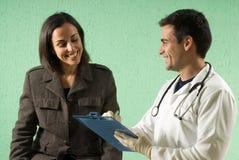 Horizontale arts en Patiënt - Stock Foto
