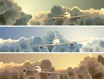 Horizontale banner van vliegtuig onder wolken. vector illustratie