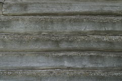 Horizontale Baumbeschaffenheit Alte Protokollwand Schäbige Wand von alten Brettern Alte klapperige Baumbeschaffenheit Stockbild
