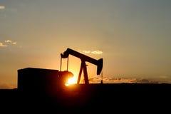 Horizontale de Zonsondergang van Pumpjack Stock Foto