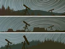 Horizontale Fahnen von Sternen vollziehen Kreise auf dem Himmel über den FO nach stock abbildung