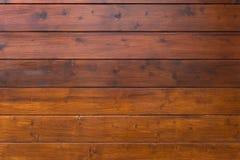 Horizontale Holzverkleidungswand stockfotos