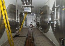 Horizontale lagering tanks in brouwerij. Royalty-vrije Stock Afbeelding