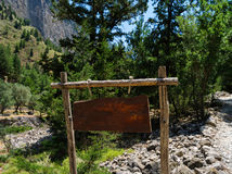 Horizontale levendige lege lege bergverkeersteken Royalty-vrije Stock Foto's