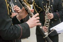 Horizontale Mening van Dichte Omhooggaand van Musici die Klarinet in Bla spelen stock afbeeldingen
