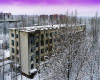 Horizontale roze radioactieve industriële de winterzonsondergang dichtbij Pripya Royalty-vrije Stock Foto
