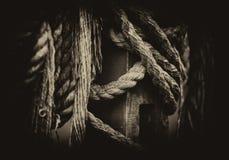 Horizontale uitstekende middeleeuwse schipkabels in detail Royalty-vrije Stock Foto