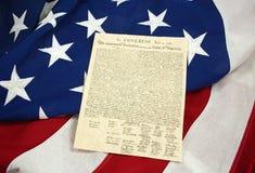 Horizontale verklaring van Onafhankelijkheid op Amerikaanse Vlag, stock foto