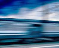 Horizontaler klarer blauer Zugbewegungsunschärfe-Abstraktionshintergrund b Lizenzfreies Stockfoto