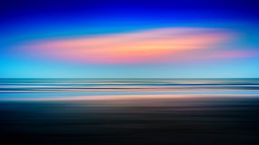 Horizontaler klarer varitone Ozeansonnenuntergang Lizenzfreie Stockfotografie
