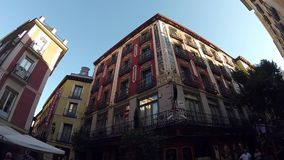 Horizontaler Panoramablick des historischen Gebäude-Straßen-Stadtzentrums Madrid POV stock video