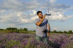 Horizontaler Schuss der Landvermessungsarbeit Lizenzfreie Stockfotografie