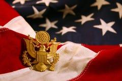 Horizontaler US-Markierungsfahnen-Hintergrund mit Adler-Emblem Lizenzfreies Stockbild
