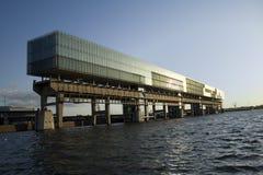 Horizontales Bürohaus Stockfoto