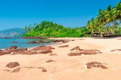 Horizontales Bild des schönen tropischen Strandes Lizenzfreie Stockfotografie