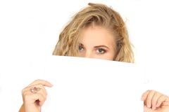 Horizontales Porträt des Mädchens auf einem weißen Hintergrund Stockfotografie