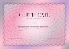 Horizontales Zertifikat mit Guilloche- und Wasserzeichenvektorschablonenentwurf Diplomentwurfsstaffelung, Preis, Erfolg preis stockfotos