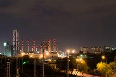 Horizontaux industriels la nuit photographie stock libre de droits