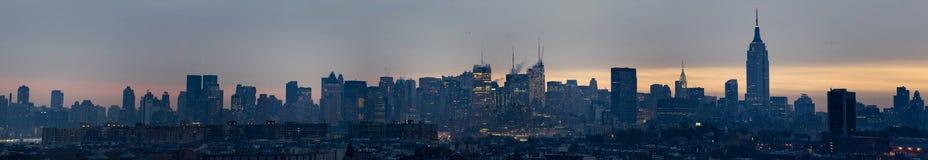Horizonte 2 de Manhattan de la oscuridad foto de archivo