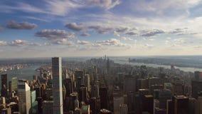Horizonte aéreo increíble del panorama del paisaje urbano de la arquitectura del rascacielos de Manhattan del centro de la ciud almacen de video