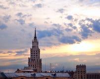 Ckyline de la puesta del sol en ciudad foto de archivo libre de regalías