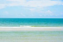 Horizonte bonito do oceano de Tailândia - mar do seascape imagens de stock