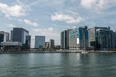Horizonte Boston mA, nueva construcción de la opinión de la costa del rascacielos de los E.E.U.U. cerca de la bahía de la costa fotografía de archivo libre de regalías