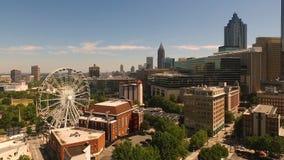 Horizonte céntrico Atlanta de la ciudad de la cantidad aérea estática ancha almacen de video