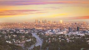Horizonte céntrico California de la puesta del sol de Los Ángeles de la noche del LA almacen de video