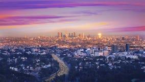 Horizonte céntrico California de la puesta del sol de Los Ángeles de la noche del LA almacen de metraje de vídeo