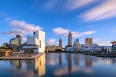 Horizonte céntrico de Cleveland de la orilla del lago Fotografía de archivo libre de regalías