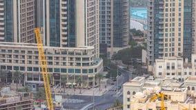 Horizonte céntrico de Dubai con el timelapse recidential de las torres, visión desde el tejado metrajes